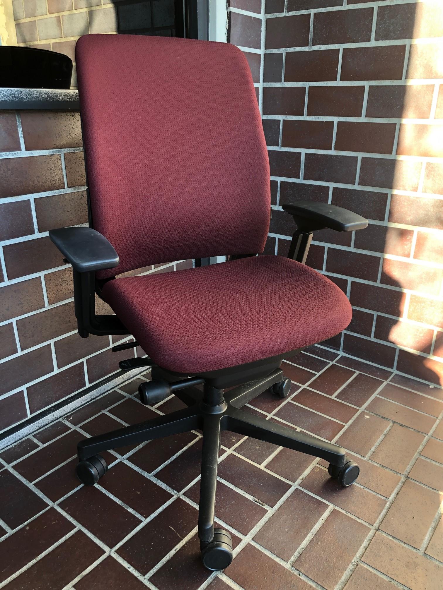 Amia desk chair
